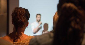 האם כדאי לשלב הרצאה מעניינת באירוע הקרוב?
