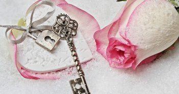 מתנה לאישה – ככה תבחר מתנה שתרגש אותה