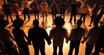 מופעי אימפרוביזציה ותיאטרון פלייבק לגיבוש קבוצות וצוותי עובדים